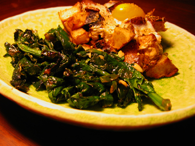 Spinach with Garlic, Potato and Egg Dish